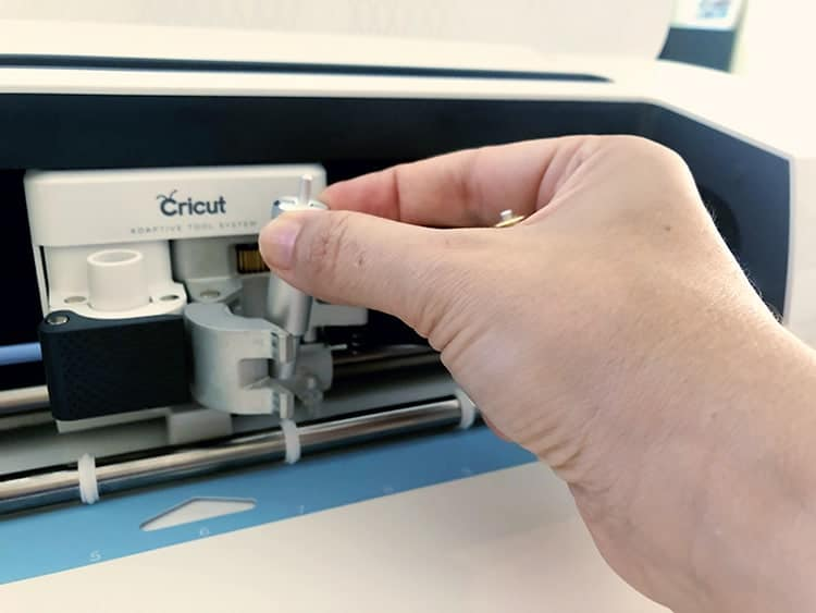 How to use the scoring wheel in the Cricut Maker