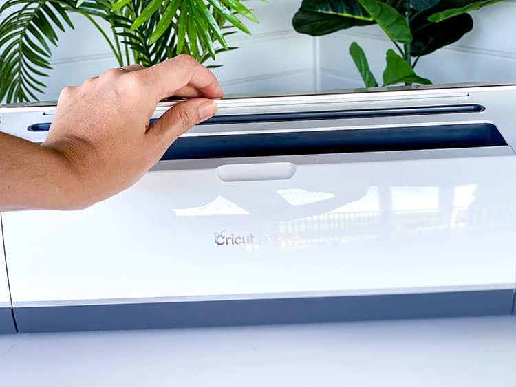How to Set Up a Cricut Maker and Install Cricut Design Space