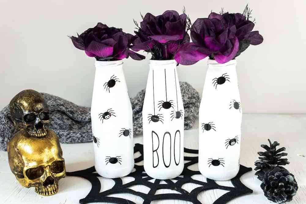 creepy Halloween Spider Vases using Cricut vinyl