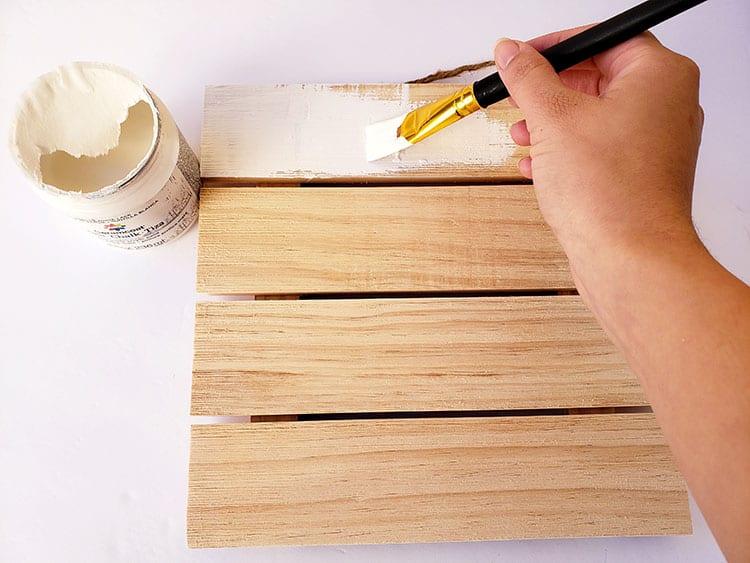 Chalkboard-Paint-on-Wooden-Cricut-Sign