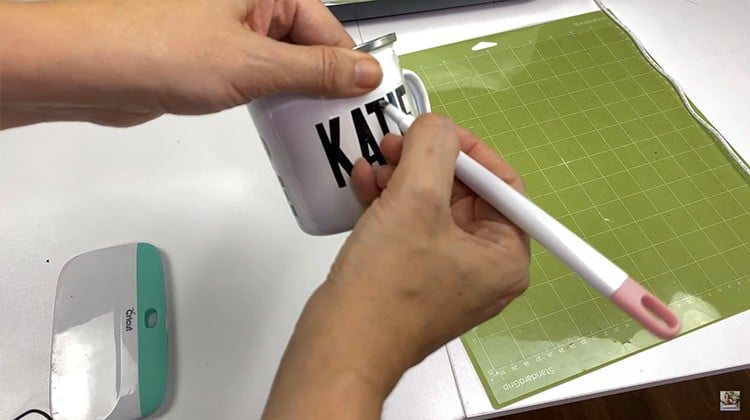 Transfer vinyl to the mug