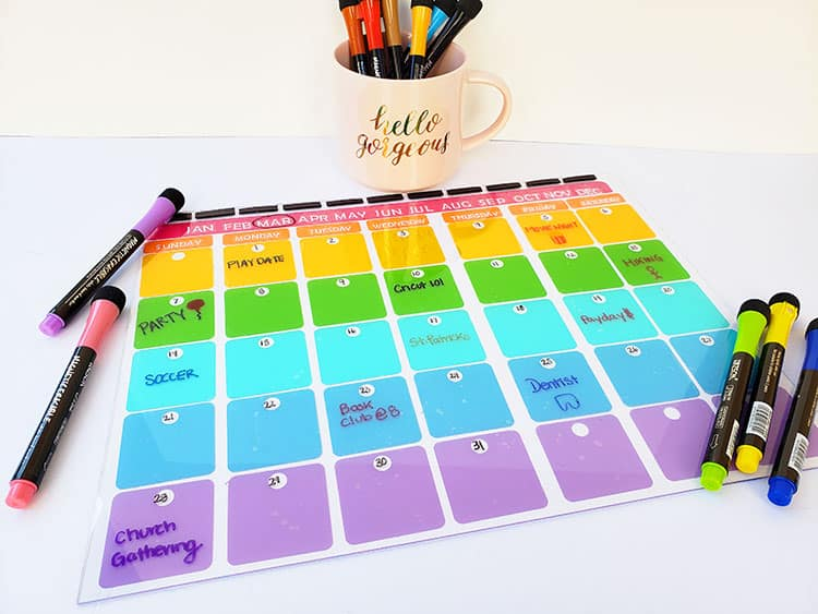 Cricut-Teacher-Gift-Idea-Monthly-Plexiglass-Calendar